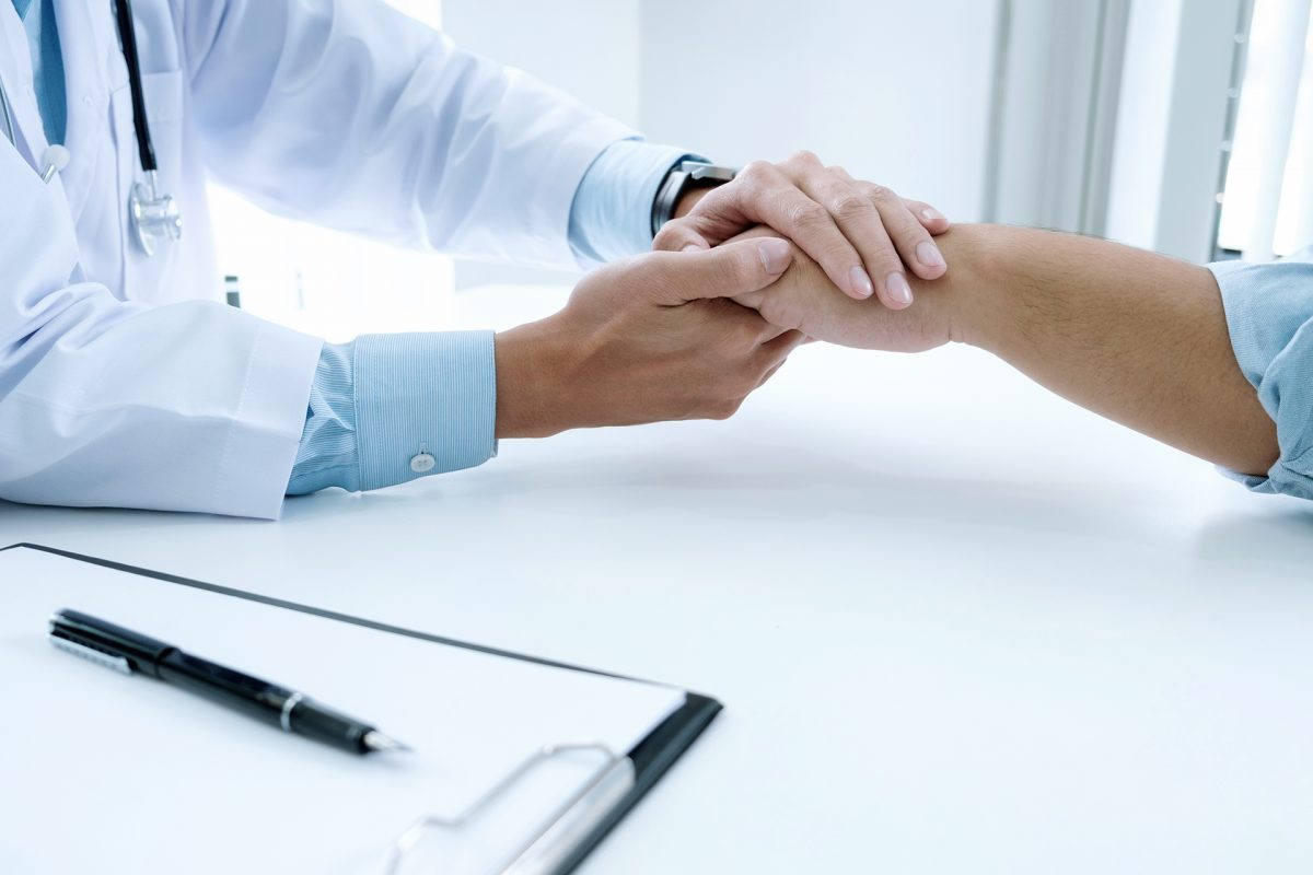 How can doctors share bad news with patients?